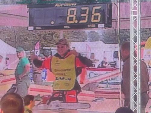 Норвежец Ole Harald Kveseth выполнил замену цепи за 8.36 секунды
